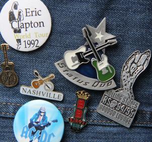 Pins auf Jeans von BB King, Eric Clapton, Status Quo, Nashville, Stones, AcDC